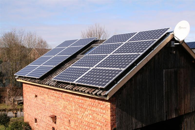 Toiture fraiture spa r alise la pose de panneaux for Pose de panneaux solaires sur toiture
